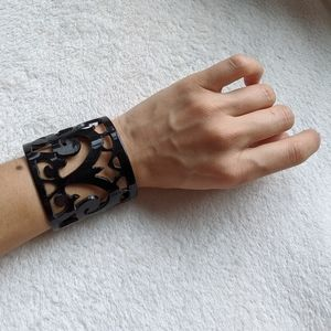 Black chunky scroll bangle